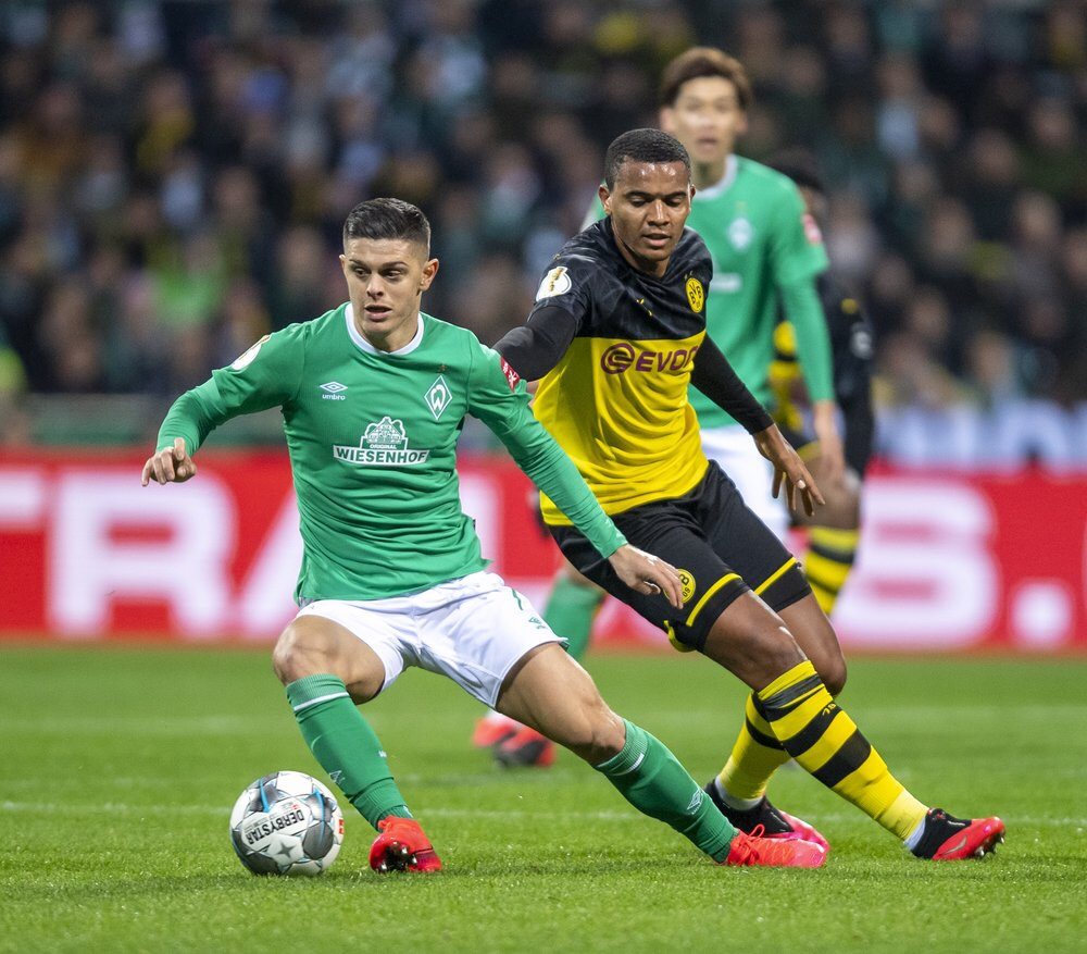 Zweikampf beim Spiel Bremen gegen Dortmund